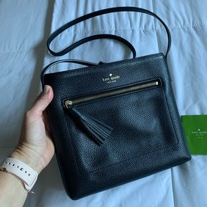 Black pebbled leather Kate Spade crossbody, EUC!